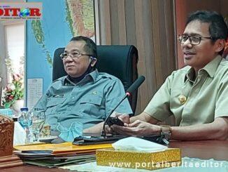 Gubernur dan sekdaprov saat mengikuti Vidcom KKN.
