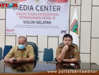 Jubir covid 19 Solsel Novirmas didampingi Kabag Humas Pemkab Solsel Firdaus Firman.