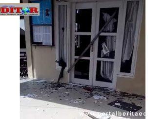 Kantor Wali Nagari yang rusak akibat demo.
