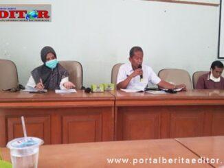 Kepala Dinas PMDPPKB Drs.Nofenril di damping oleh Kabid Pemberdayaan Popy Aziz.