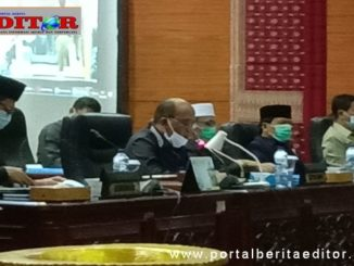 Ketua DPRD Sumbar Supardi saat memimpin Rapat Paripurna penetapan Ranperda wisata halal