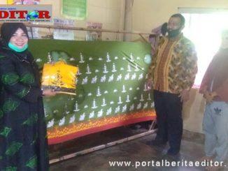 Mardison Mahyuddin saat mengunjungi sentra Batik Sampan.