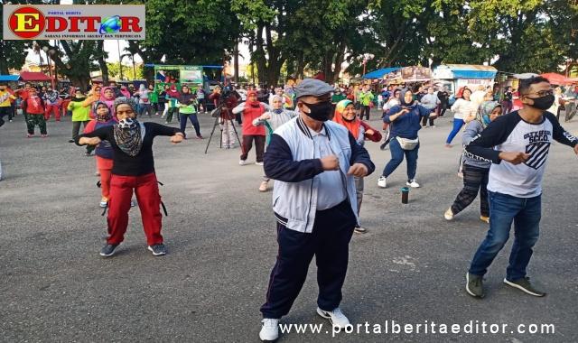 Nasrul Abit saat Senam Sehat bersama Yayasan Jantung Sehat dan Padang TV, di GOR H Agus Salim Padang.