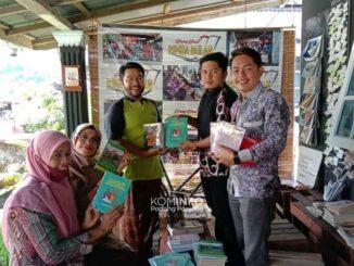 Pembagian buku di DPK Padang Panjang.