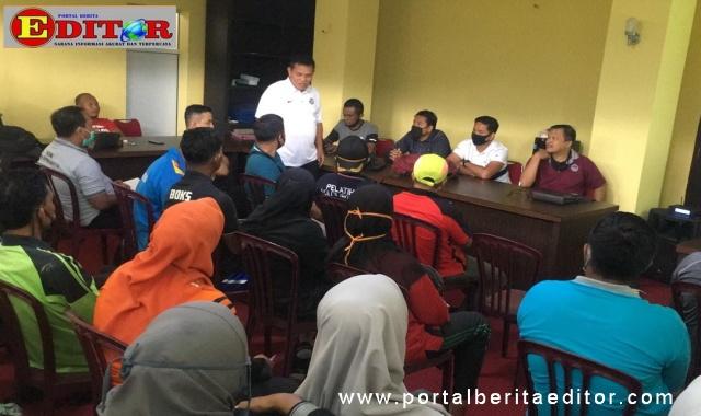 Prof Syahrial Bakhtian bersama peserta pelatihan.