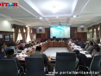 Rapat DPRD Bukittinggi dengan walikota Ramlan Nurmatias.