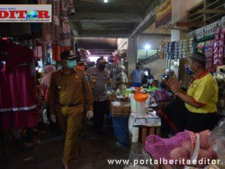 Walikota bersama Kapolres Sawahlunto ketika melakukan pemantauan di Pasar Talawi.