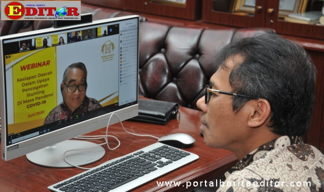 Gubernur Irwan Prayitno saat jadi pembicara webinar.