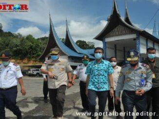 Gubernur Irwan Prayitno saat mengunjungi Pangkalan.
