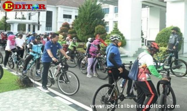 Olahraga bersepeda stiap hari Jum'at di Kota Pariaman.