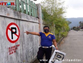 Pemasangan rambu-rambu oleh Dishub Kota Padang.