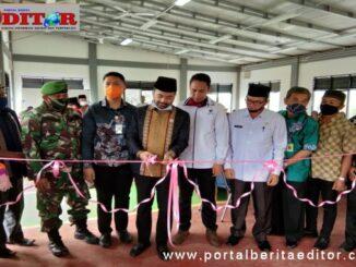 Pemotongan pita dibukanya pelatihan pertanian di BLK Komunitas Tarjun Najah di Nagari Lubuk Gadang Timur Kecamatan Sangir.