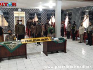 Pengambilan Sumpah dan penendatangan Pakta Integritas calon taruna di Polres Padang Panjang.