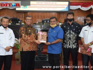 Penyerahan Nota Pengantar Tentang Penjelasan Umum Tentang Rancangan KUA dan PPAS Kabupaten Solok tahun 2021 .