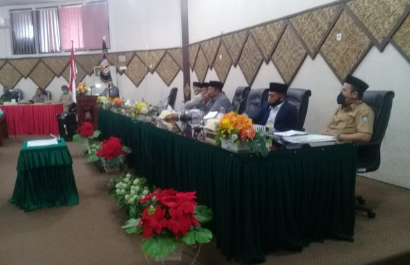 Rapat paripurna DPRD Kota Padang.