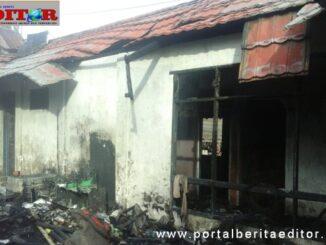 Rumah yang terbakar di Desa Lembang Mate'ne Kecamatan Pasilambena, Kabupaten Kepulauan Selayar, Sulawesi-Selatan .