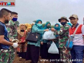Tim TP PKK Tanah Datar saat mengujungi TMMD ke 18.