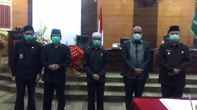 Wagub Nasrul Abit bersama pimpinan DPRD Sumbar.