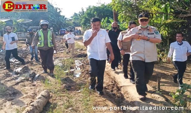 Wagub Nasrul Abit saat mengunjungi daerah terpencil di Pasaman.