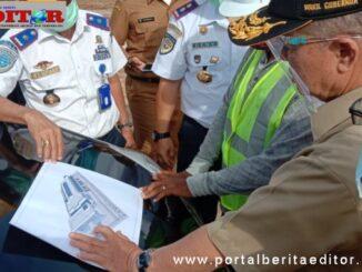 Wagub Nasrul Abit saat meninjau pembangunan terminal Anak Aia, Padang.
