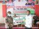 Wako Bukittinggi menyerahkan bantuan untuk UMSB Bukittinggi.