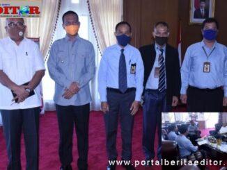 Walikota Pariaman Genius Umar bersama Kepala Kantor Pelayanan Pajak Pratama I Padang,