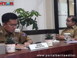 Wawako Payakumbuh didampingi Kadisdik A.H Agustion mengikuti rapat koordinasi dengan Gubernur Sumbar melalui vicon.