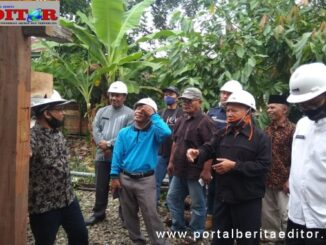 Gatot Joko Sungkowo, Jum'at (3/7) saat meninjau kegiatan revitalisasi di Kawasan Saribu Rumah Gadang.