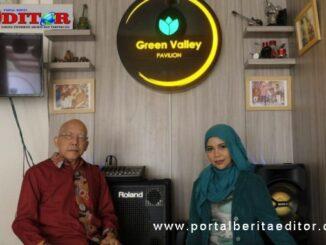 Hadiyanto, Owner and Founder Green Valley Pavilion, bersama Santy, Host Program Santy Ngutik.