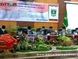 Ketua DPRD Sumbar Suprdi saat memimpin rapat paripurna istimewa.