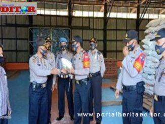 Penyerahan beras bantuan Polri di Tanah Datar.