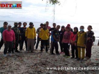 Poto bersama diobjek wisata pantai desa goisooinan kecamatan sipora Utara.