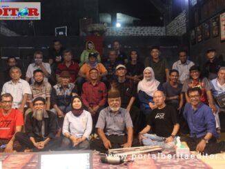"""Seniman """"gaek"""" Sumbar usai dialog di Ladang Tari Nan Jombang, Padang."""