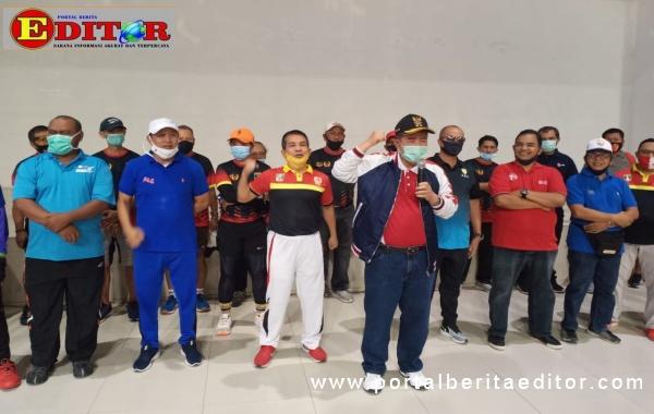 Wagub Nasrul Abit bersama pengurus Koni dan altet PON Sumbar.