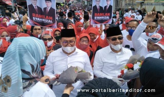 Bapaslon Walikota-Wakil Walikota Bukittinggi Ramlan - Syahrizal diantar ribuan pendukungnya mendaftar Ke KPU Bukittingi.