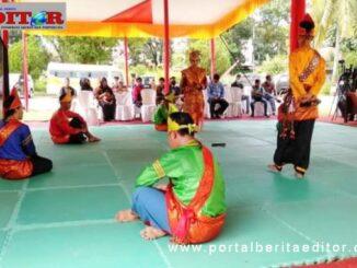 Grup randai Puti Elok saat tampil di Taman Budaya Sumbar.