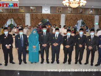 Gubernur Sumbar bersama delapan pejabat sementara kepala daerah Kab-Kota yang dilantik.