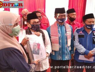 Iriadi - Agus Sahdeman saat mendaftar di KPU Kab. Solok.