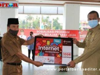 Launching Kartu Perdana Internet Merdeka di Kota Pariaman.