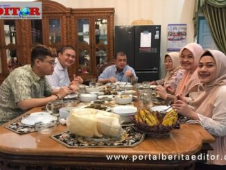 Nasrul Abit bersama keluarga.