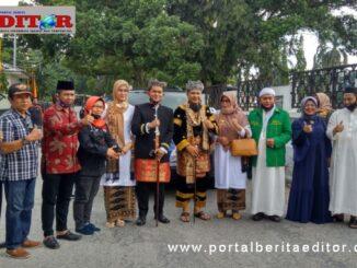Pasangan Nofi Candra - Yulfadri Nurdin saat mendaftar ke KPU Kab. Solok.