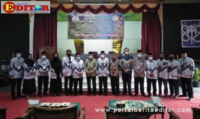 Pengurus PGRI Bukittinggi terpilih bersama Wako Ramlan Nurmatias.