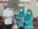 Pimpinan Bank Nagari Cabang Bukittinggi nenyerahkan bantuan masker kepada ketua TP PKK Bukittinggi