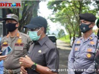 Pjs Bupati Tanah Datar saat diwawancarai wartawan.