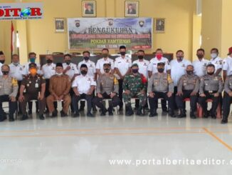 Puluhan Anggota Pokdar Kamtibmas dikukuhkan Polres Solsel foto bersama di ruangan Adiyaksa Polres Solsel.