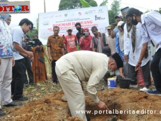 Wagub Nasrul Abit saat meletakkan batu pertama pembangunang Roemah Joeang.