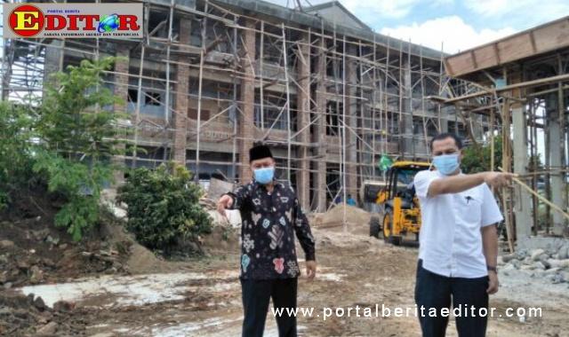 Wako Ramlan meninjau pembangunan SDN 19 ATTS Bukittinggi.