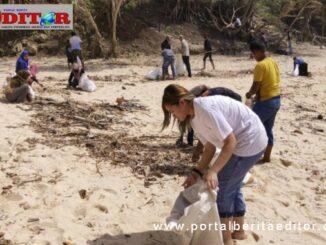 Bea Serendy pada kegiatan peduli pantai.