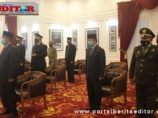 Bupati Gusmal saat mengikuti upacara peringatan hari kesaktian Pancasila secara virtual.