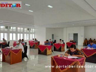 Calon pengurus Baznas Kota Padang Panjang sedang memgikuti tes tulis.